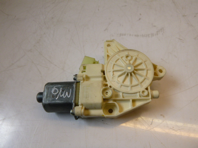 Window regulator motor Mercedes Benz C220 S204 Kombi 2,2 CDI 651.911 A2048200242