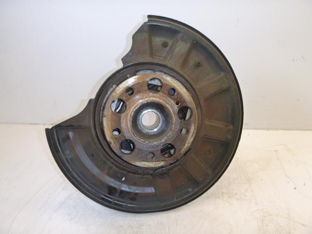 Wheel hub Mercedes Benz E-Klasse Kombi S212 E200 1,8 CGI 271.860 EN197268