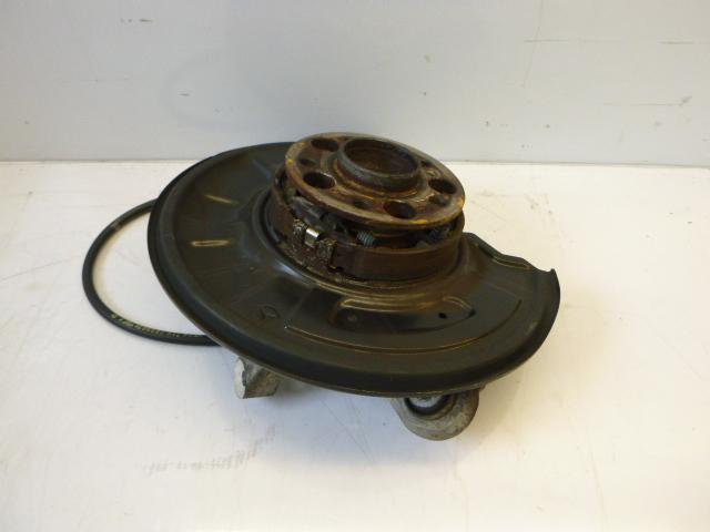 Wheel hub Mercedes C220 S204 2.2 CDI 651.911 A2044200985 DE183997