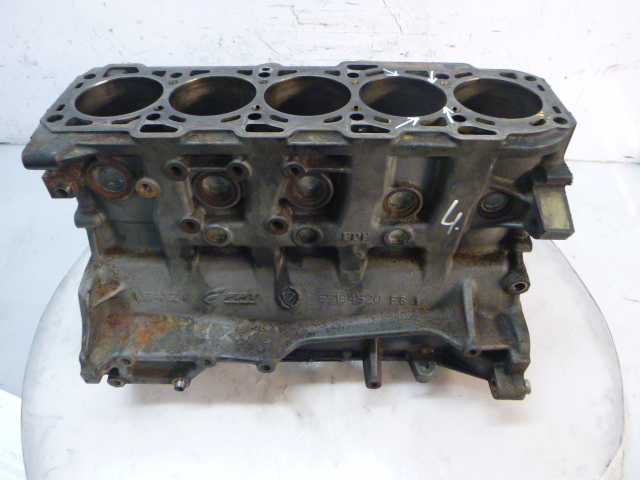 Motorblock Block Defekt Alfa Romeo 159 Brera 939 2,4 JTDM 939A9000 DE275497