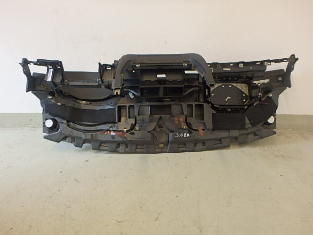 Le tableau de bord Audi A8 4E S8 5,2 FSI V10 BSM 4E1857001E