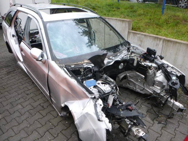 En 2008, Carrosserie Carrosserie Défectueux Benz Classe E S211 350 CGI 3,5 272.985 DE242590